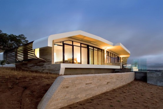 Avenel House – Landscape Inspired Warm House Design