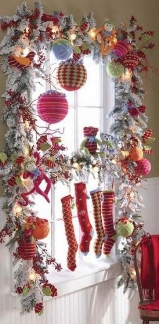 70 Awesome Christmas Window Decor Ideas