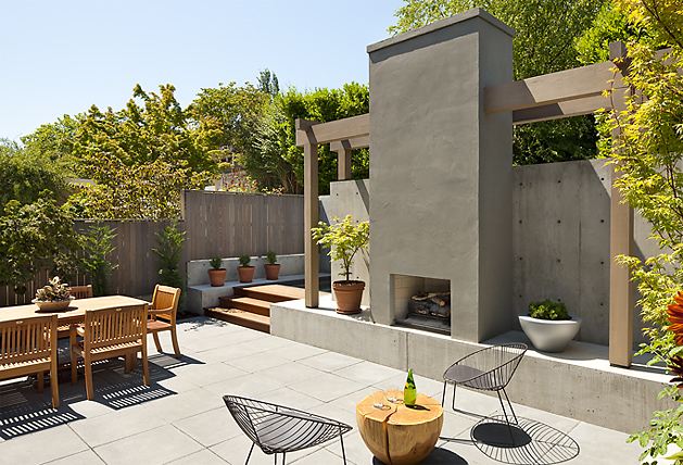 Cool courtyard design mt baker courtyard digsdigs for Modern house with courtyard