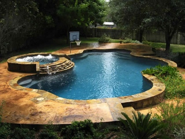 48 awesome garden hot tub designs digsdigs for Swimming pool spa designs