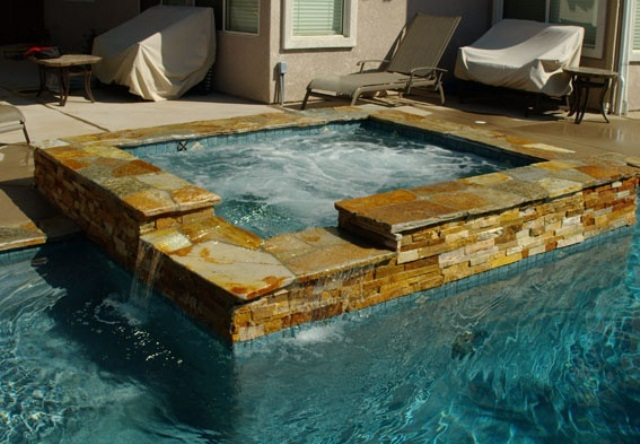 48 awesome garden hot tub designs digsdigs - Jacuzzi para exterior ...