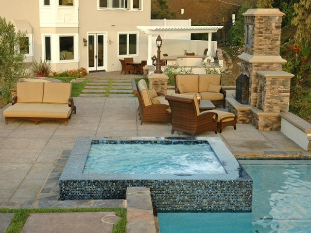 48 awesome garden hot tub designs digsdigs - Jacuzzi 2 places exterieur ...