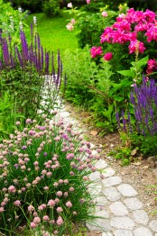 a simple and casual stone path with sand and gravel around is a proper idea for many gardens