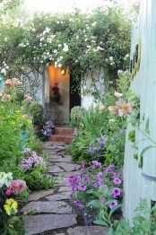 a simple and uneven stone path is a cool idea for most of gardens, it will add a relaxed feel to your space