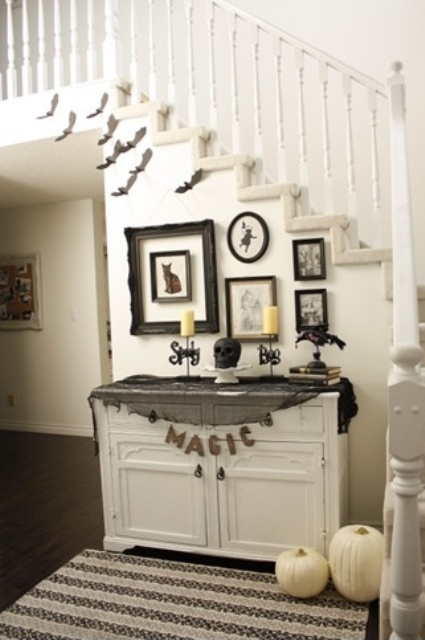 40 awesome halloween indoor d cor ideas digsdigs for Elegant foyer decor