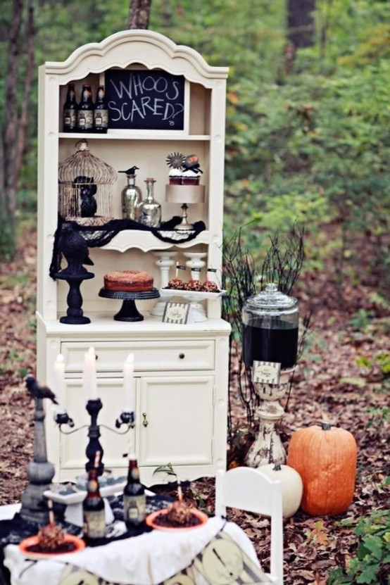 The outdoor decorations of your home will set the stage for your Halloween party. Although you can go as with creepy decorations as with sophisticated ones for a gorgeous costumes evening.