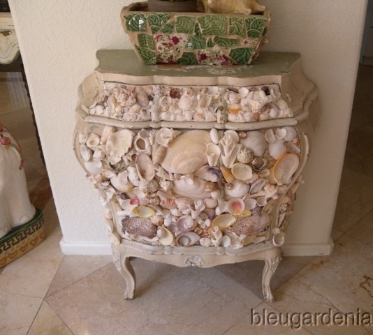 a small vintage refined sideboard fully clad with seashells will give a strong sea feel to your space