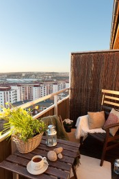 spring bulbs in a basket and some pillows with botanical prints are perfect to make your balcony feel spring-like
