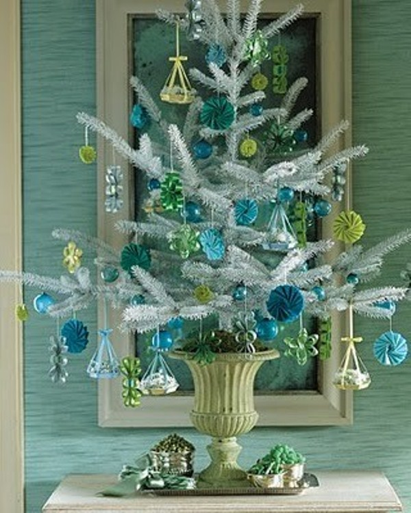 35 awesome traditional christmas tree alternatives digsdigs for Small designer christmas trees