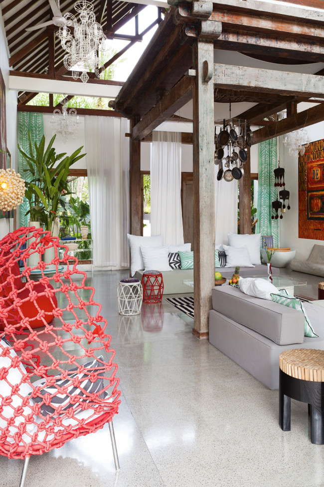 Bali house designed in colonial and pop art style digsdigs for Bali decoration accessories