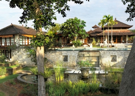 Bali house in colonial style with local art works digsdigs for Beach villa design ideas