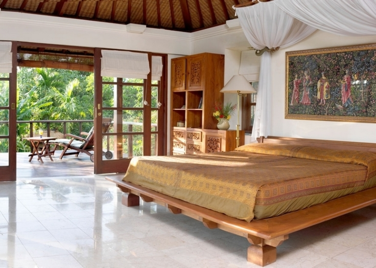 Bali house in colonial style with local art works digsdigs for Balinese style home designs