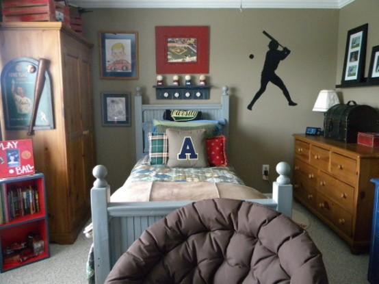 Baseball-inspired boys room decor isn't hard to pull off.