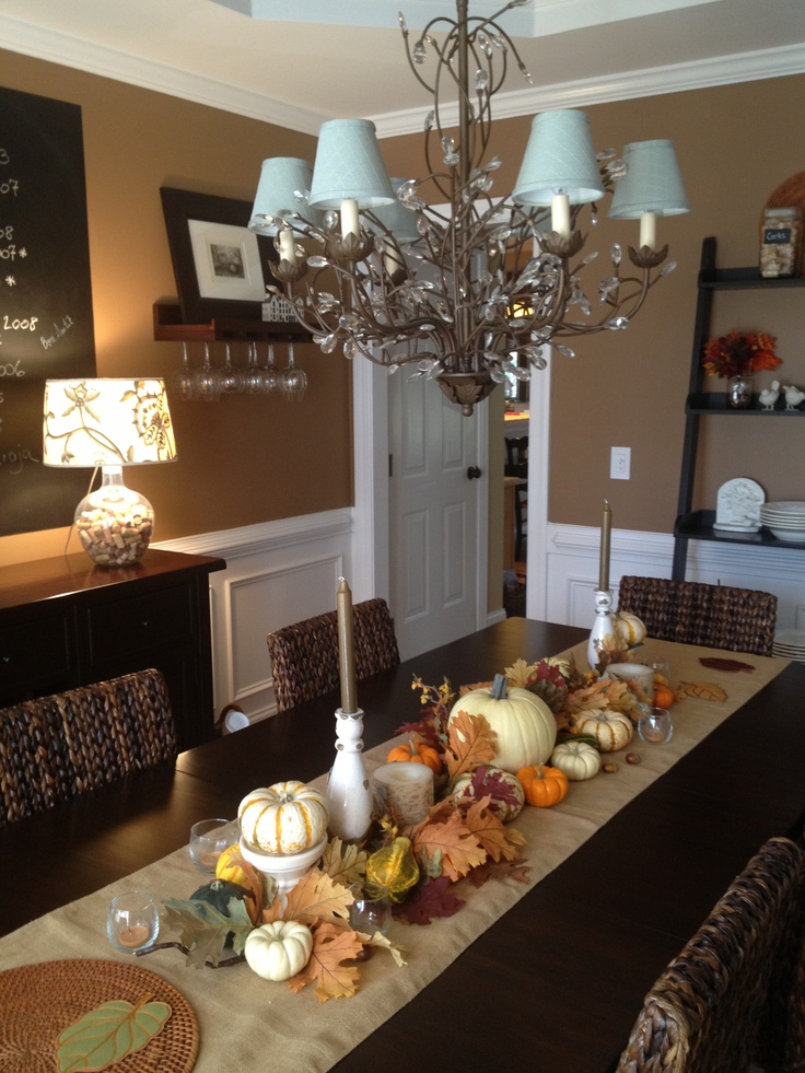 30 beautiful and cozy fall dining room d cor ideas digsdigs for Pictures of decorated dining room tables