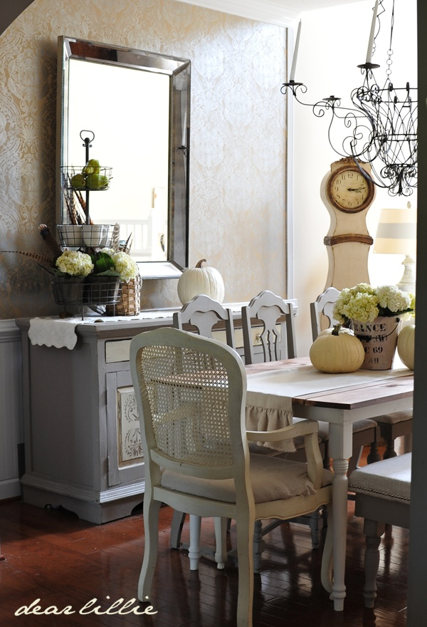 30 beautiful and cozy fall dining room d cor ideas digsdigs for Images of decorated dining rooms