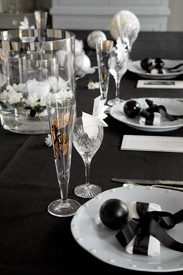 52 beautiful and sparkling new year table settings digsdigs. Black Bedroom Furniture Sets. Home Design Ideas