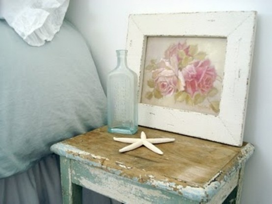 Weathered furniture is perfect for beach themed bedrooms. Of course adding sea stars works too.
