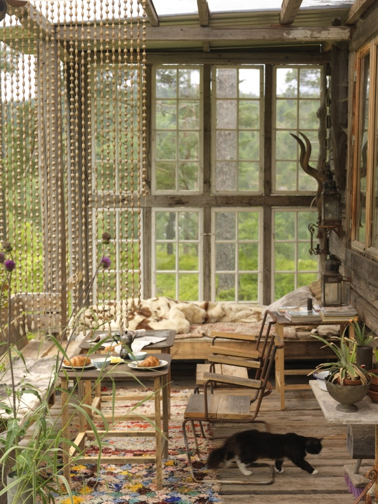 23 beautiful boho sunroom design ideas digsdigs for Sun porch ideas
