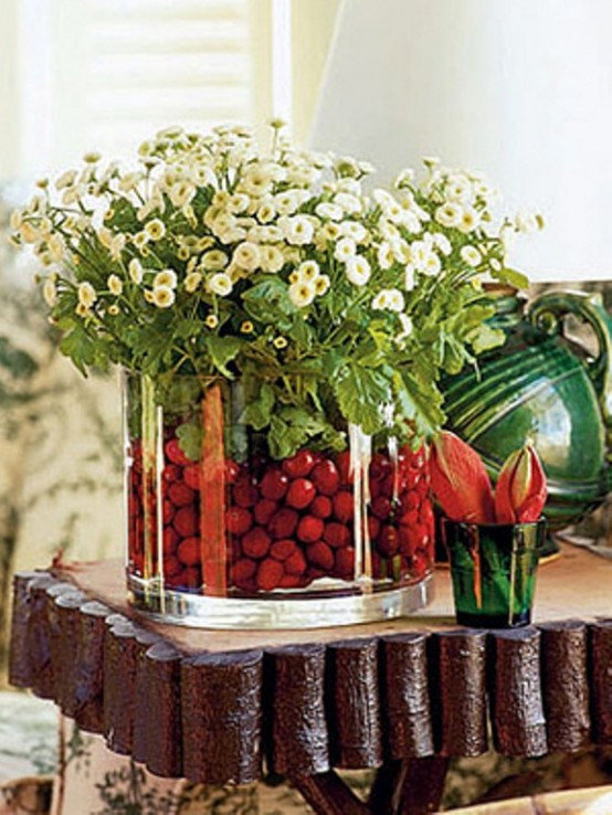 Holiday Centerpieces With Cranberries : Beautiful christmas centerpieces digsdigs