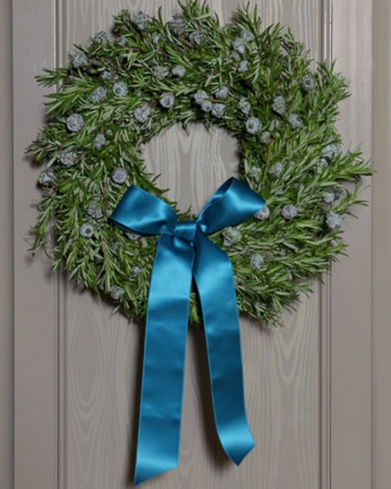 Fill your home with the sweet smell of rosemary. Such wreath isn't that hard to make and you can use dried rosemary after holidays.