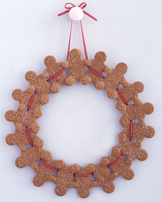 Gingerbread men could invite your guests with their happy faces for the whole winter.