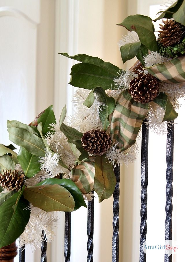 Southern style holidays 30 beautiful magnolia decorations for Ideas for decorating my home for christmas
