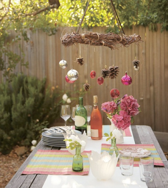 18 beautiful outdoor christmas table settings digsdigs for Outdoor dinner party decorating ideas