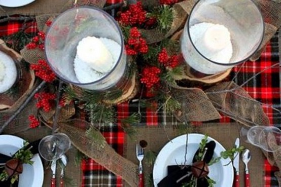 18 Beautiful Outdoor Christmas Table Settings - 6 - Pelfind