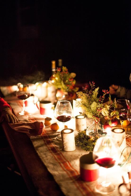18 Beautiful Outdoor Christmas Table Settings DigsDigs