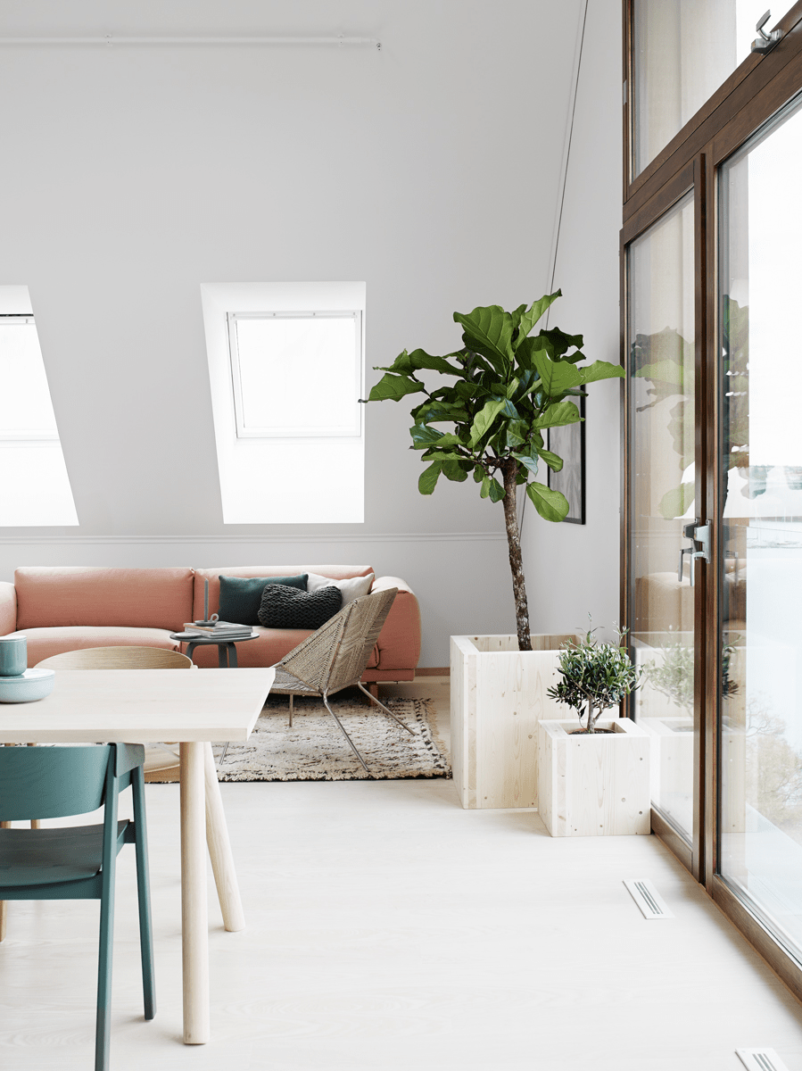 Beautiful scandinavian apartment decorated in soothing for Scandinavian colors