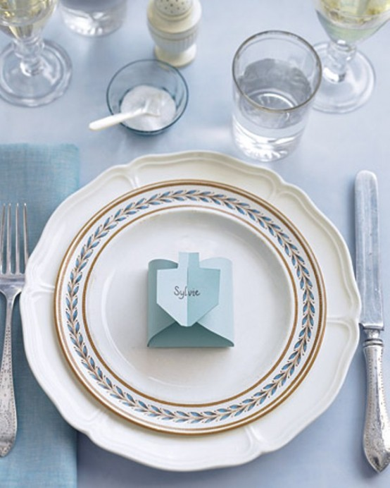 12 Beautiful Table Settings For Hanukkah & 12 Beautiful Table Settings For Hanukkah - DigsDigs
