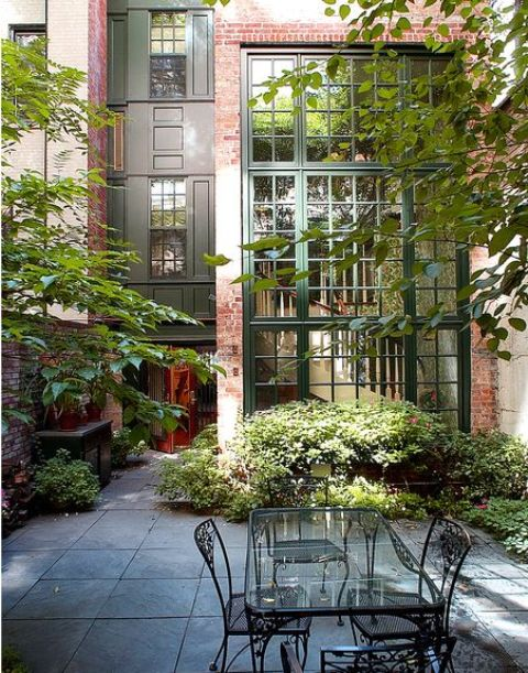 26 beautiful townhouse courtyard garden designs digsdigs for Garden design brooklyn