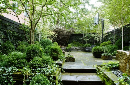 26 beautiful townhouse courtyard garden designs digsdigs for Outer space garden design cumbria