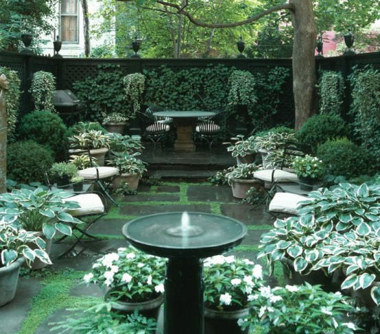 26 beautiful townhouse courtyard garden designs digsdigs for Small garden courtyard designs