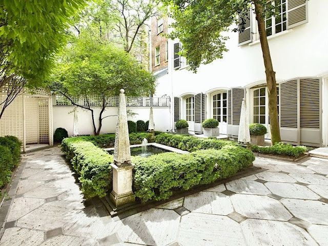 26 beautiful townhouse courtyard garden designs digsdigs for Garden designs for side of house