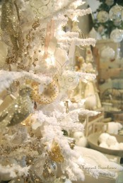 a neutral vintage Christmas tree with ornaments, metallic touches to shine and fabric blooms