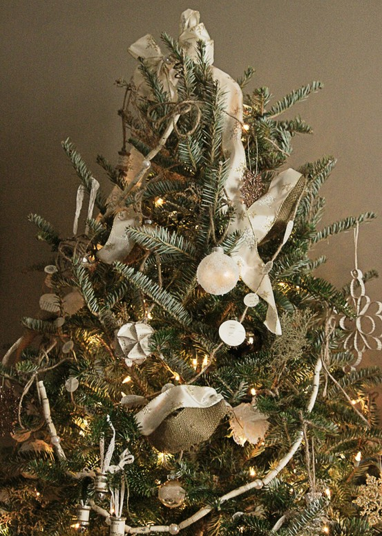 ... spool christmas tree 51 white vintage christmas decorating ideas 39