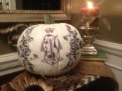 a white pumpkin with black patterns on it is a very chic and refined Halloween decoration for a chic and cool party