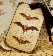 a refined vintage bat Halloween card or invitation to a party is a very chic and stylish idea to go for