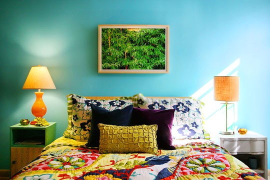 bedroom in a thoughtful mix of colors - Colorful Bedroom
