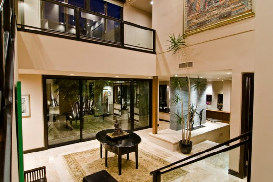 Big contemporary house with dark interior filled with - Casas elegantes y modernas ...