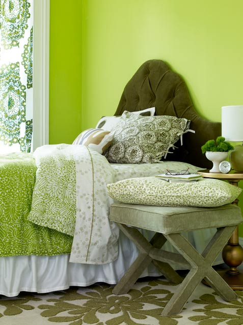50 bright and colorful room design ideas digsdigs for Bright green bedroom ideas