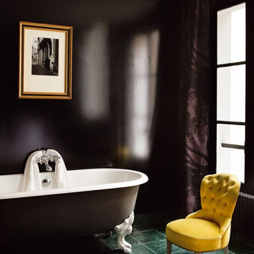71 cool black and white bathroom design ideas digsdigs for Purple and yellow bathroom ideas