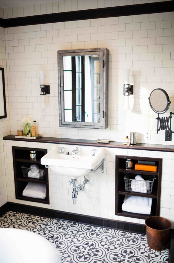 Amazing black and white bathroom design with a retro vibe for Black and white bathrooms images
