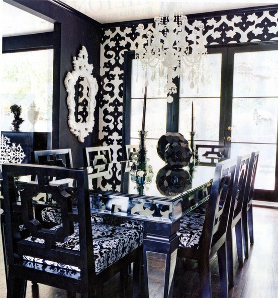 21 black and white traditional dining areas digsdigs for Black and white dining room decorating ideas