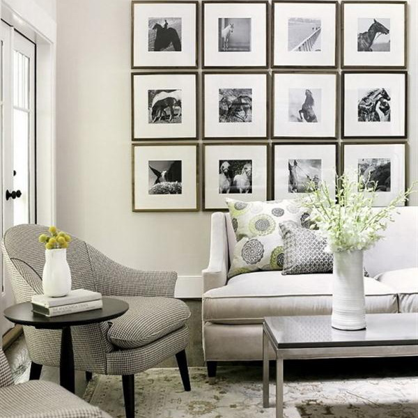 21 black and white traditional living rooms digsdigs for Wall hangings for living room