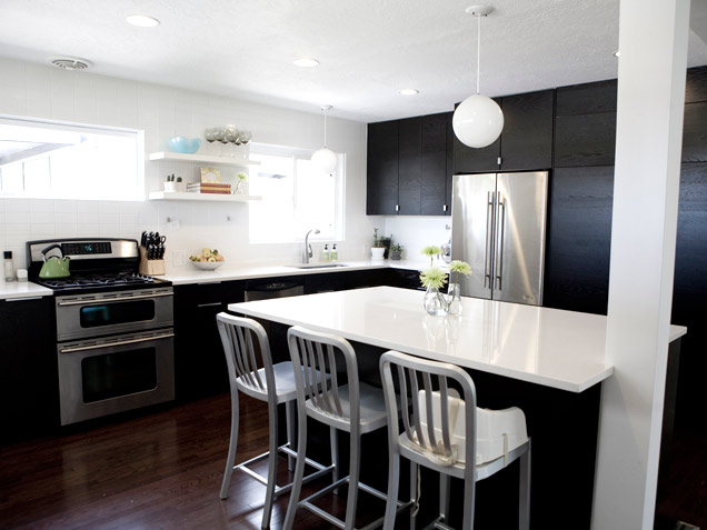 Picture of black and white kitchen design for Kitchen designs black and white