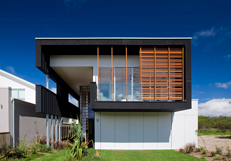 Casual and comfortable black beach house sheoak by base for Modern house designs australia