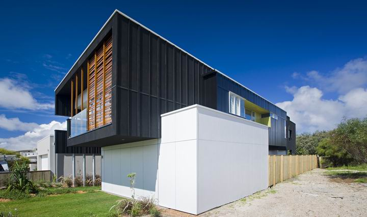 Casual and comfortable black beach house sheoak by base for Black and white house exterior design