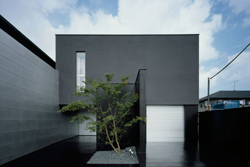House design with completely black exterior digsdigs for Japan minimalist home design